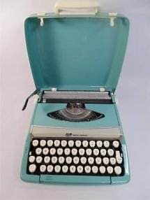 smith-corona-typewriter-w-case-corsair-deluxe